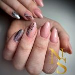 manicure hybrydowy rose pink, brokat, glow, zdobienia