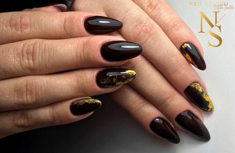 metamorfoza paznokci, manicure żelowy, żelowe paznokcie czarne ze złotem