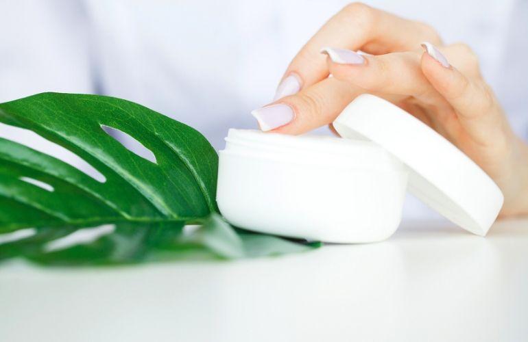 zabiegi pielęgnacyjne na dłonie i stopy