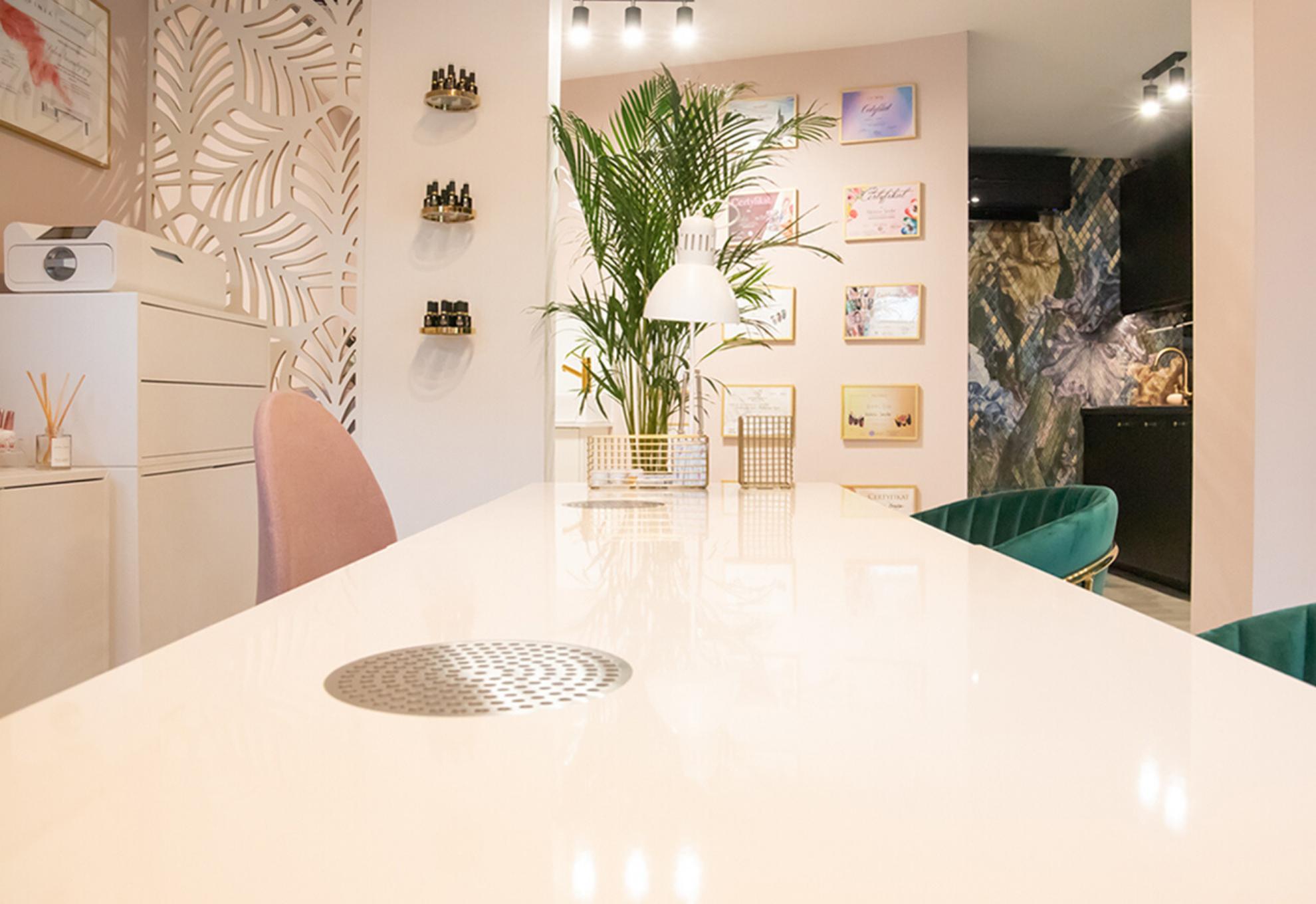 NS Nail Studio - wnętrze salonu stylizacji paznokci